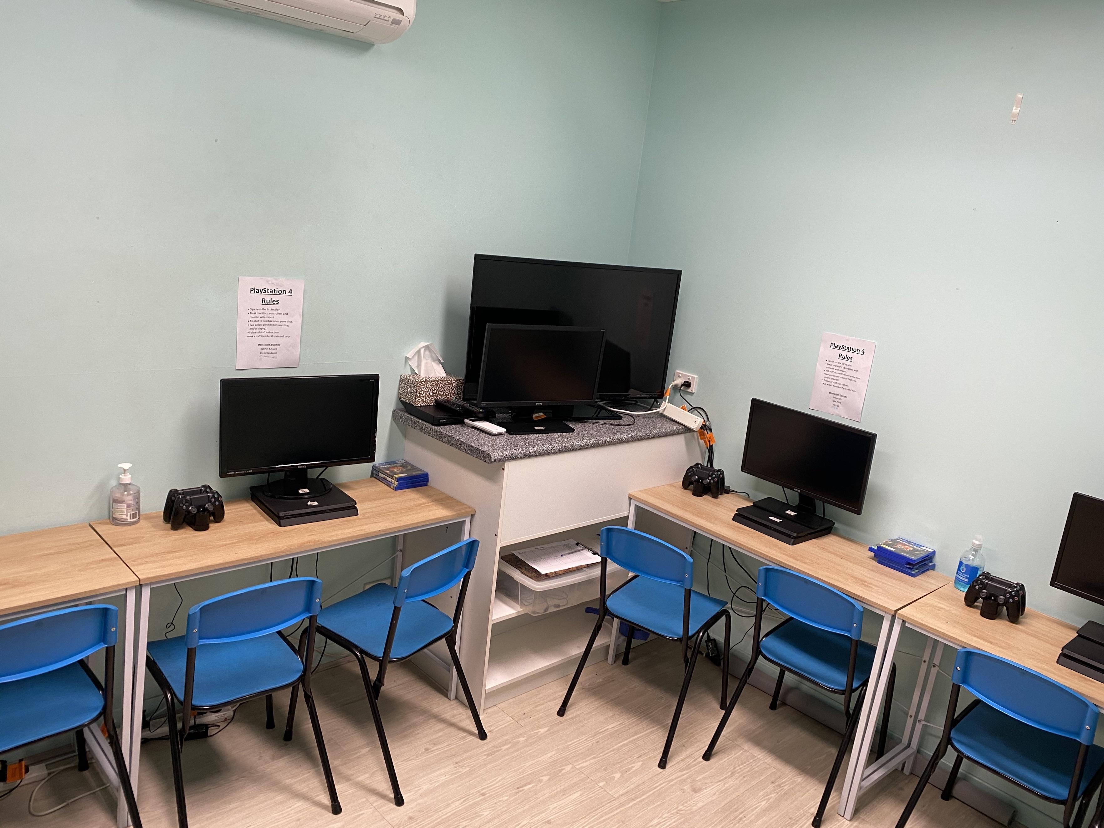 PS4 room